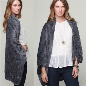 🔥 (One Size) Faux fur shrug
